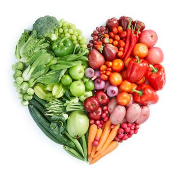 fruits-and-vegetables-arranged-in-heart-shape